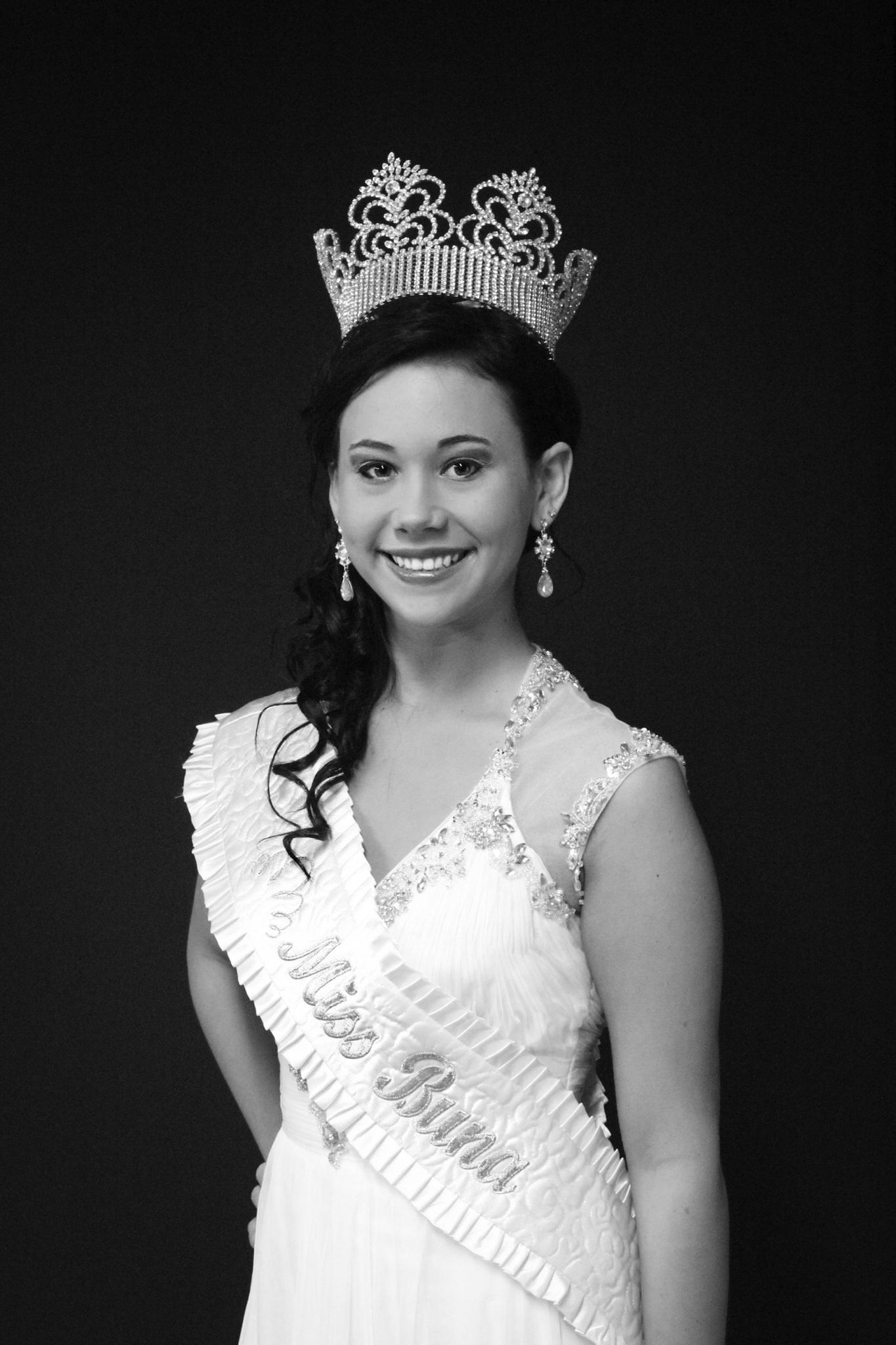 Sara Moore - Miss Buna 2013
